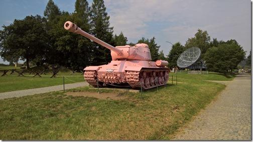 Розовый ИС-2 в военно-техническом танковом музее в Лешанах (Прага, Чехия)