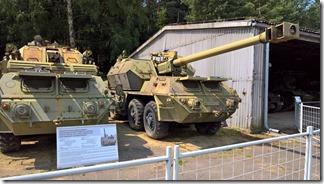 2 словацкие самоходные артиллерийские установки (прототипы) - зенитная 30мм система и 152мм гаубица - в военно-техническом танковом музее в Лешанах (Прага, Чехия)